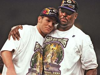 Reggie White and Brett embrace after a huge superbowl victory!
