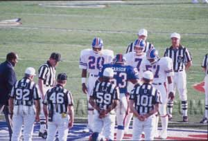 Harry Carson Of The New York Giants Meets John Elway, Tom Jackson And Three Other Denver Broncos for The Superbowl XXI Coin Toss