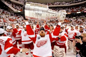 red wings stanley cup champs 2008 300x200 Detroit Red Wings = Boring Hockey