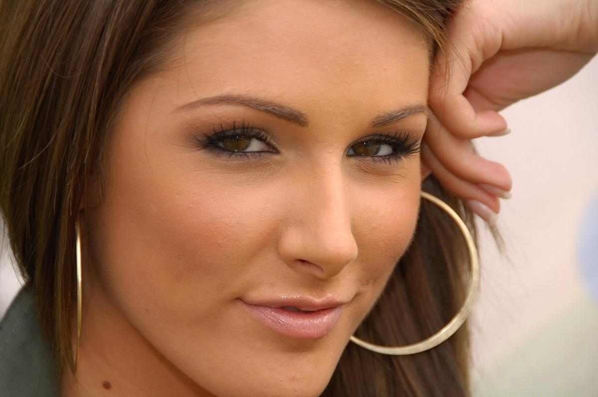 linda pinder is hot Meet Lucy Pinder, The woman who everyone thought was Tim Tebows Girlfriend!